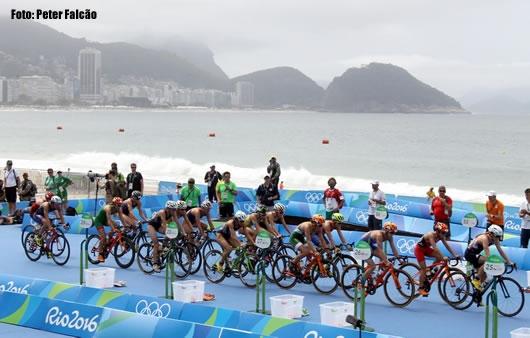 Triathlon feminino hoje em Copacabana